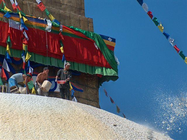 zegenen van boudhanath stupa tijdens losar